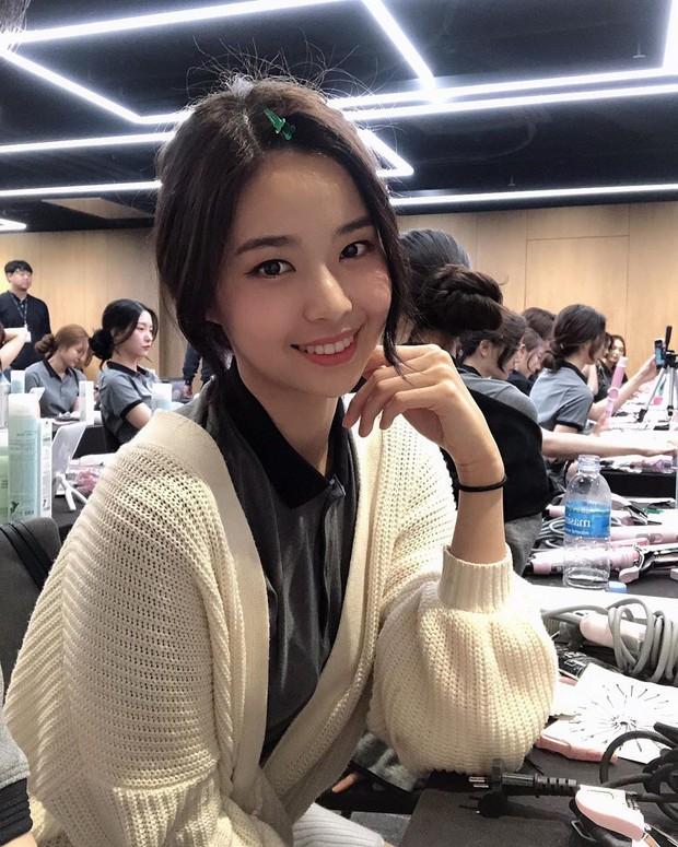 Lạ lùng nhan sắc thật của tân Hoa hậu Hàn Quốc: Selfie kém xinh, chụp lén xuất thần, nhìn thoáng na ná mỹ nhân BLACKPINK - Ảnh 10.