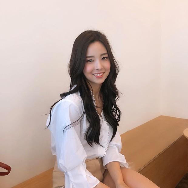 Lạ lùng nhan sắc thật của tân Hoa hậu Hàn Quốc: Selfie kém xinh, chụp lén xuất thần, nhìn thoáng na ná mỹ nhân BLACKPINK - Ảnh 2.