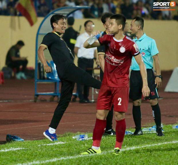 HLV Hàn Quốc phản ứng dữ dội với trọng tài V.League trong trận Nam Định cầm hòa TP. Hồ Chí Minh - Ảnh 10.