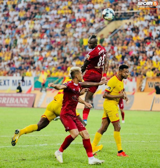 HLV Hàn Quốc phản ứng dữ dội với trọng tài V.League trong trận Nam Định cầm hòa TP. Hồ Chí Minh - Ảnh 5.