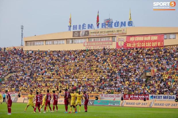 HLV Hàn Quốc phản ứng dữ dội với trọng tài V.League trong trận Nam Định cầm hòa TP. Hồ Chí Minh - Ảnh 14.