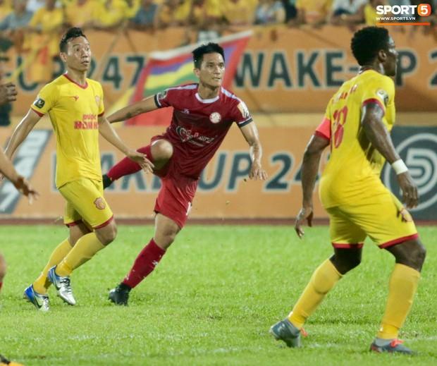 HLV Hàn Quốc phản ứng dữ dội với trọng tài V.League trong trận Nam Định cầm hòa TP. Hồ Chí Minh - Ảnh 12.
