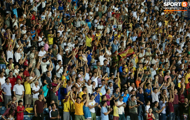 HLV Hàn Quốc phản ứng dữ dội với trọng tài V.League trong trận Nam Định cầm hòa TP. Hồ Chí Minh - Ảnh 6.
