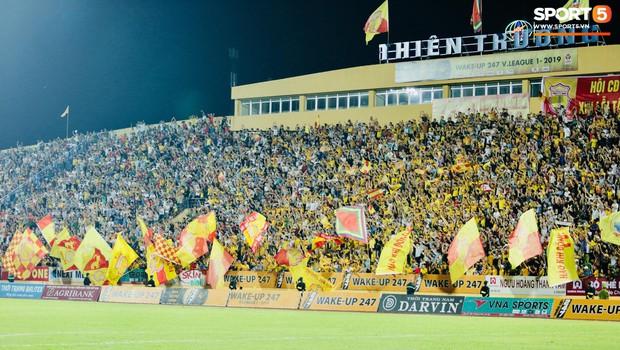 HLV Hàn Quốc phản ứng dữ dội với trọng tài V.League trong trận Nam Định cầm hòa TP. Hồ Chí Minh - Ảnh 7.