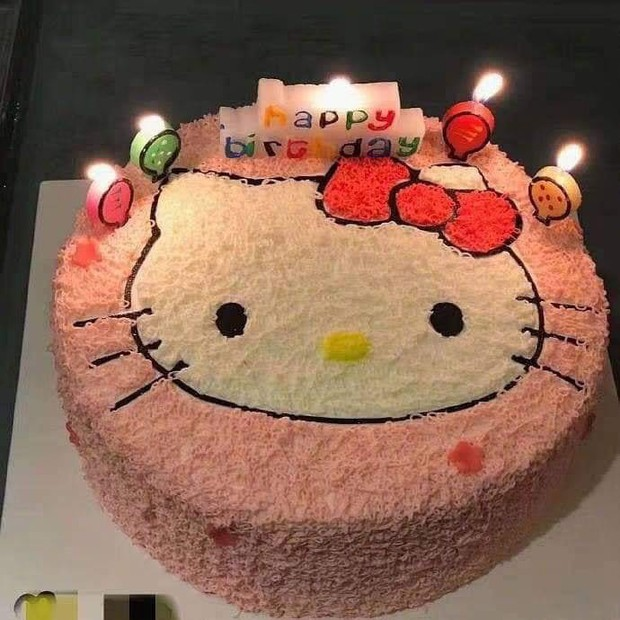 Pha tự an ủi cực mạnh đến từ nạn nhân mua bánh Hello Kitty, nhận bánh phiên bản đã tẩy trang: Thôi thì trông cũng đáng yêu! - Ảnh 1.