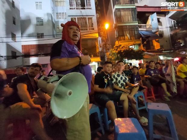 Hàng Đẫy bị treo sân, CĐV Hà Nội vẫn có cách tiếp lửa trận đấu đầy tình yêu và đam mê thế này - Ảnh 5.