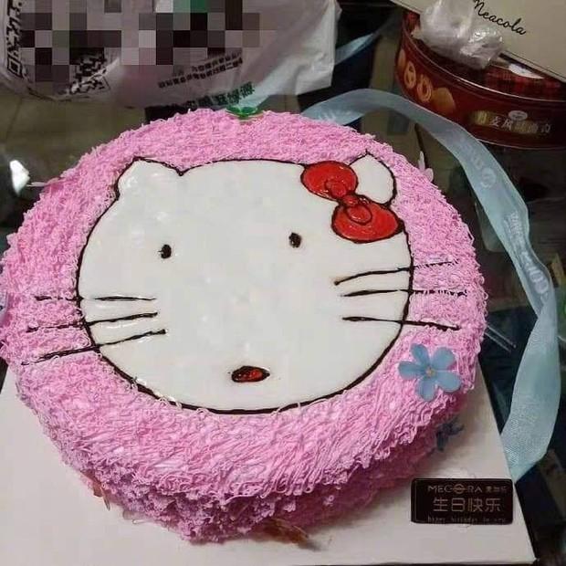 Pha tự an ủi cực mạnh đến từ nạn nhân mua bánh Hello Kitty, nhận bánh phiên bản đã tẩy trang: Thôi thì trông cũng đáng yêu! - Ảnh 2.