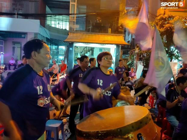 Hàng Đẫy bị treo sân, CĐV Hà Nội vẫn có cách tiếp lửa trận đấu đầy tình yêu và đam mê thế này - Ảnh 2.