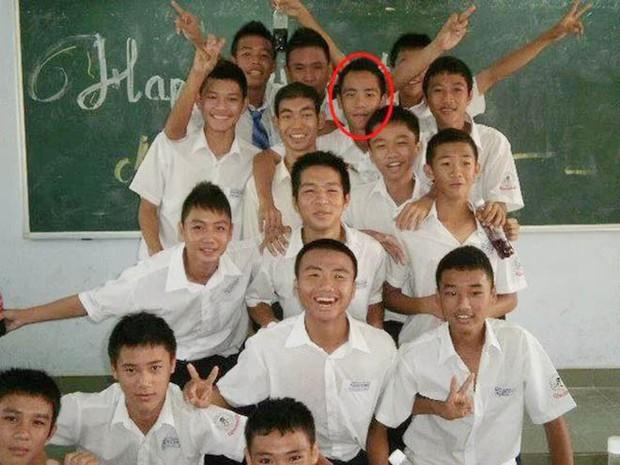 Ngắm loạt ảnh thời đi học của dàn cầu thủ đội tuyển Việt Nam: Ai cũng nhìn cực ngố tàu, riêng Xuân Trường gây bất ngờ với thành tích học tập khủng - Ảnh 16.