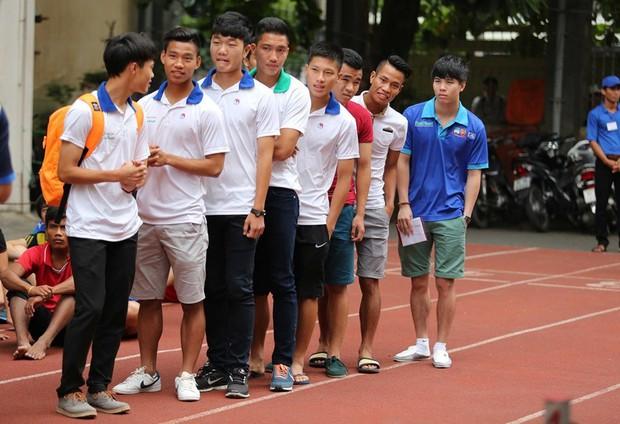 Ngắm loạt ảnh thời đi học của dàn cầu thủ đội tuyển Việt Nam: Ai cũng nhìn cực ngố tàu, riêng Xuân Trường gây bất ngờ với thành tích học tập khủng - Ảnh 8.