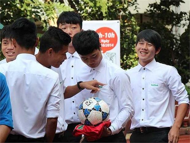 Ngắm loạt ảnh thời đi học của dàn cầu thủ đội tuyển Việt Nam: Ai cũng nhìn cực ngố tàu, riêng Xuân Trường gây bất ngờ với thành tích học tập khủng - Ảnh 9.