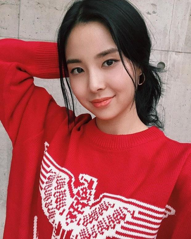 Tân Hoa hậu Hàn Quốc lộ nhan sắc thật trong ảnh selfie, Knet gay gắt: Không thể tin nổi đây là nhan sắc của Hoa hậu - Ảnh 1.