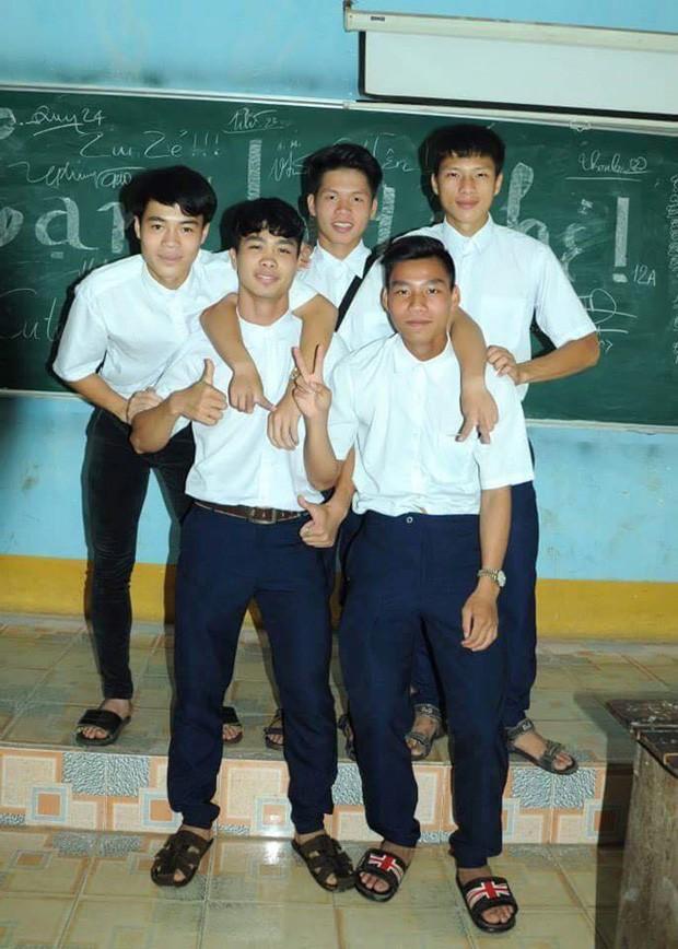 Ngắm loạt ảnh thời đi học của dàn cầu thủ đội tuyển Việt Nam: Ai cũng nhìn cực ngố tàu, riêng Xuân Trường gây bất ngờ với thành tích học tập khủng - Ảnh 6.