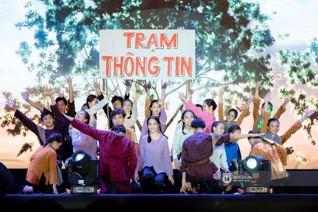 Nếu có một trường THPT nào ở Hà Nội vừa lắm trai xinh gái đẹp lại toàn con nhà sang chảnh, tổ chức event xịn xò thì đó là Amsterdam! - Ảnh 1.