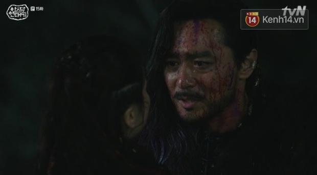 Arthdal Niên Sử Kí tập 15: Kinh hoàng với trận đại thảm sát, Kim Ji Won suýt chết thảm 3 lần nếu không có Song Joong Ki! - Ảnh 6.