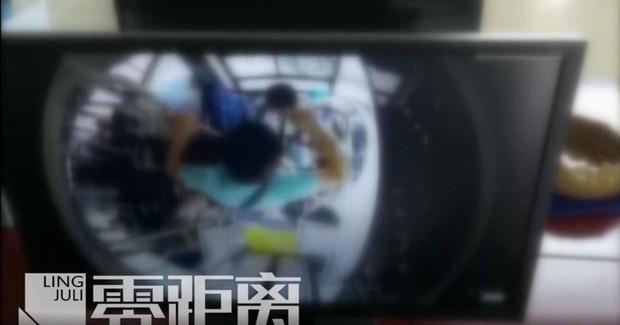 Tài xế xe buýt bị đánh bất tỉnh vì cho phụ nữ mang thai xuống cửa trước - Ảnh 2.