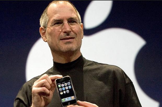 Bí mật về vở kịch hoàn hảo của Apple khi ra mắt iPhone đầu tiên: Một giây sảy chân là lụn bại cả đời - Ảnh 1.