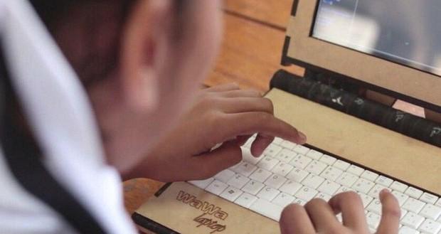Đi tìm nguồn gốc những chiếc laptop bọc gỗ có một không hai, bền bỉ từ thời tiểu học đến đại học - Ảnh 2.