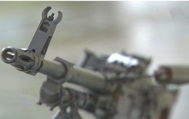 Tháo rời súng mang lên máy bay, khách khai nhặt được khi làm nương - Ảnh 1.