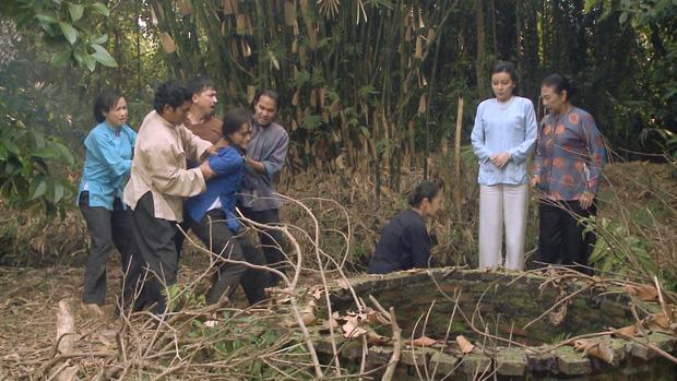 Không chịu khai ai là tác giả của cái bầu, Thị Bình (Tiếng Sét Trong Mưa) bị bà Hội thẳng tay ném xuống giếng - Ảnh 5.