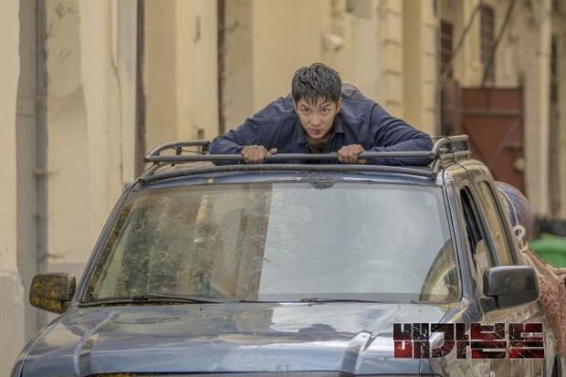 Chất chơi như Lee Seung Gi ở bom tấn hành động Vagabond: Nhuộm tóc vàng hoe ăn diện như idol Kpop? - Ảnh 5.