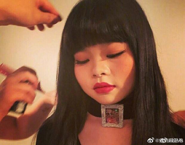 Idol xấu nhất lịch sử Trung Quốc bị chê là phiên bản lỗi của Jennie khi để tóc và makeup giống hệt - Ảnh 3.