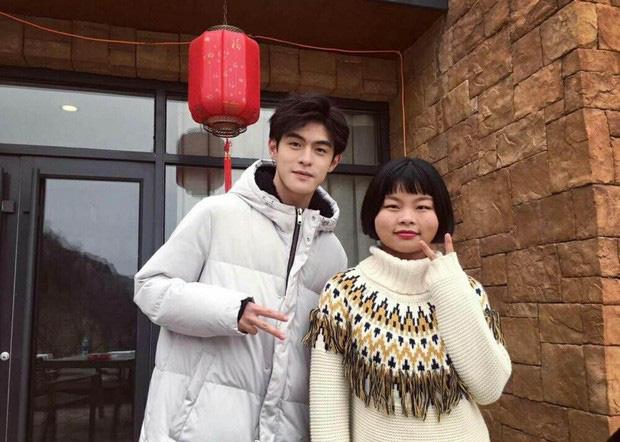 Idol xấu nhất lịch sử Trung Quốc bị chê là phiên bản lỗi của Jennie khi để tóc và makeup giống hệt - Ảnh 2.