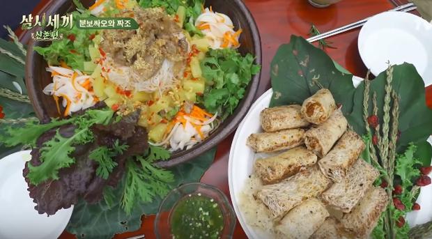 """Show nấu ăn cực phẩm """"Three Meals A Day"""" dành hẳn một tập để nấu bún thịt nướng, fan thích thú kêu gọi: Về Việt Nam làm dâu đi mấy chị ơi! - Ảnh 1."""