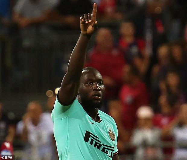 BLV bóng đá lão làng người Italy bị đài phát thanh đuổi việc vì dám phân biệt chủng tộc đối với cựu cầu thủ MU - Ảnh 2.