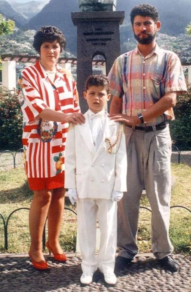 Ronaldo rơi lệ khi lần đầu tiên được nghe những lời khen của ông bố đã mất - Ảnh 3.