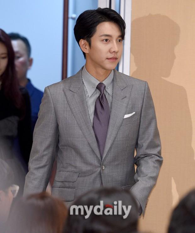 Lee Seung Gi trở lại bảnh bao xuất sắc tại sự kiện, Suzy gây choáng vì mặt phì nhiêu nhưng sao vẫn xinh thế này? - Ảnh 1.