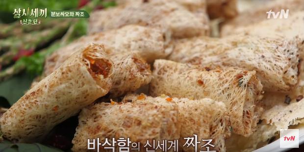 """Show nấu ăn cực phẩm """"Three Meals A Day"""" dành hẳn một tập để nấu bún thịt nướng, fan thích thú kêu gọi: Về Việt Nam làm dâu đi mấy chị ơi! - Ảnh 4."""