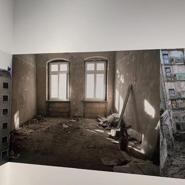 Ngược đời ghê: Sơn Tùng check-in rõ ngầu ở viện bảo tàng nghệ thuật, vậy mà fan xem ảnh lại tưởng… đang xây nhà - Ảnh 9.