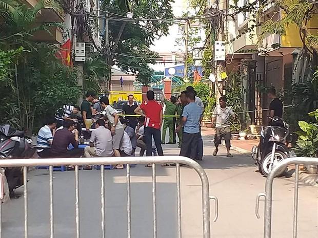 Vụ phát hiện 2 thi thể trong phòng trọ ở Hà Nội: Nam thanh niên sát hại 2 nữ sinh rồi nhảy từ tầng 4 tự tử - Ảnh 1.