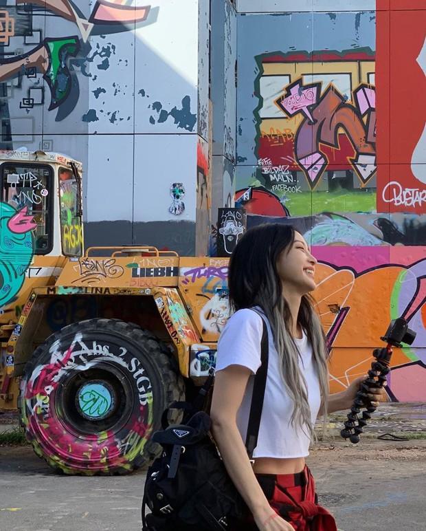 Knet đang phát sốt với loạt ảnh khoe eo con kiến của minh tinh đình đám Han Ye Seul: Body chuẩn như gái 20, ai dè đã U40 - Ảnh 1.