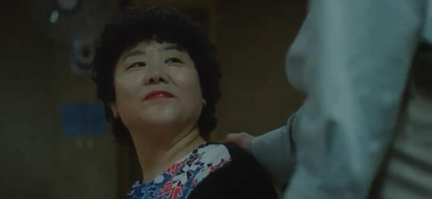 5 khoảnh khắc chứng minh anh thịt bò Lee Dong Wook ở Strangers From Hell hãi hùng hơn cả Thần Chết - Ảnh 6.