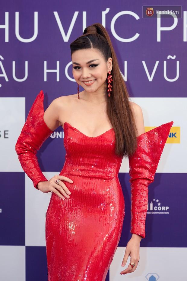 Hoa hậu Hoàn vũ Việt Nam đổ bộ miền Bắc: Tường Linh khoe vòng eo 53, mỹ nhân người dân tộc thiểu số gây chú ý - Ảnh 1.