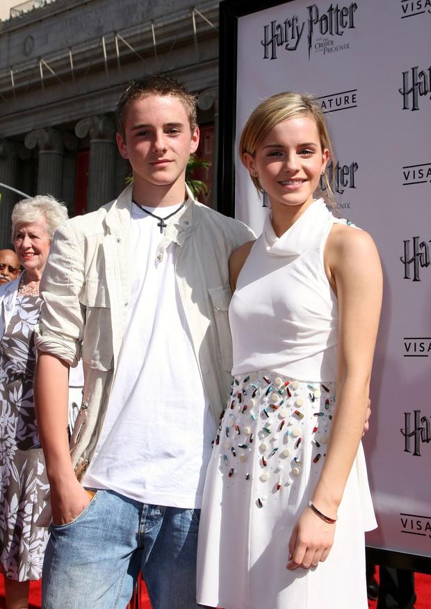 Màn dậy thì ngoạn mục của em trai Emma Watson bỗng hot trở lại: Nam thần ngày càng đẹp không lối thoát! - Ảnh 5.