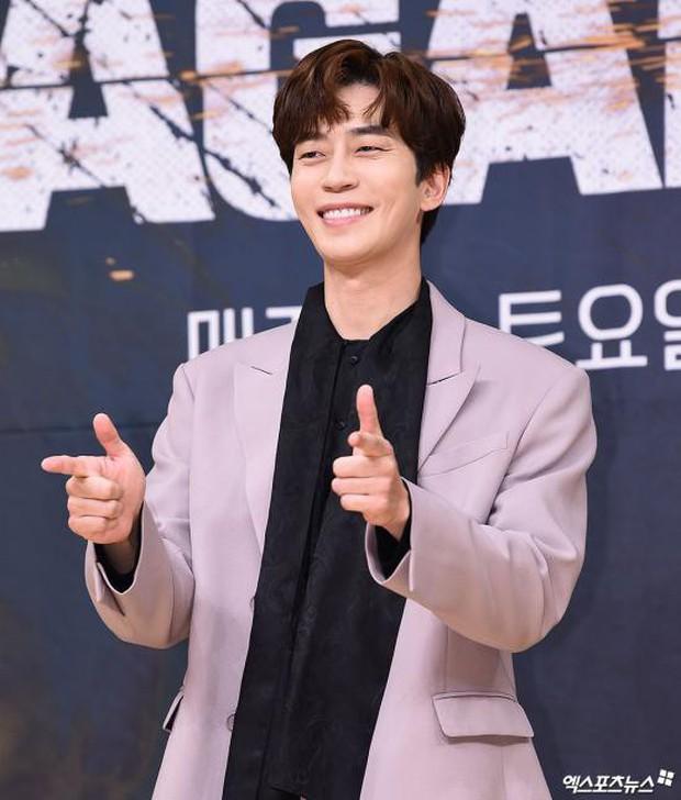 Lee Seung Gi trở lại bảnh bao xuất sắc tại sự kiện, Suzy gây choáng vì mặt phì nhiêu nhưng sao vẫn xinh thế này? - Ảnh 9.