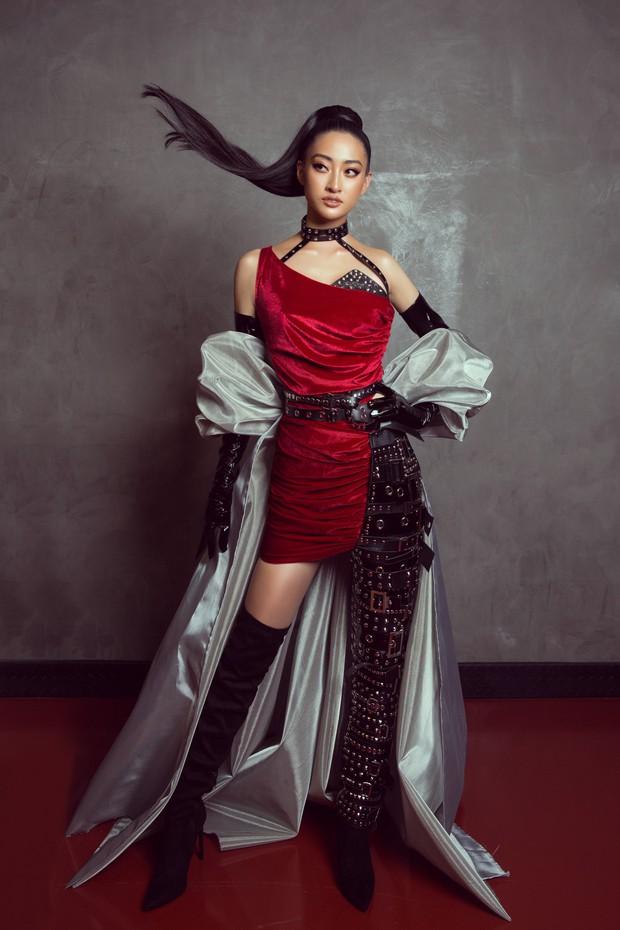 Tân Hoa hậu Lương Thùy Linh lột xác hầm hố, sải bước catwalk thần thái khó nhận ra sau 1 tháng đăng quang - Ảnh 1.