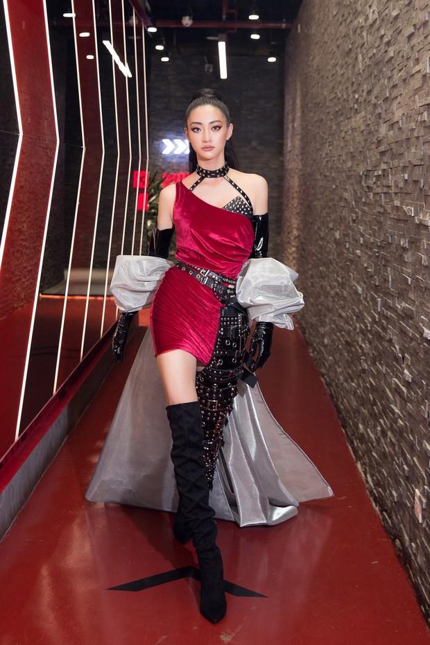 Tân Hoa hậu Lương Thùy Linh lột xác hầm hố, sải bước catwalk thần thái khó nhận ra sau 1 tháng đăng quang - Ảnh 8.