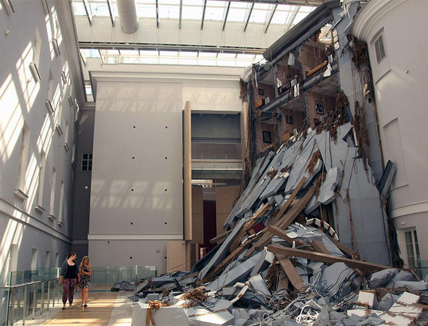 Ngược đời ghê: Sơn Tùng check-in rõ ngầu ở viện bảo tàng nghệ thuật, vậy mà fan xem ảnh lại tưởng… đang xây nhà - Ảnh 4.