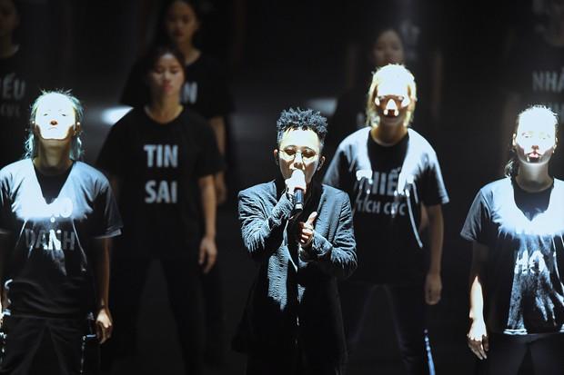 Rhymastic thể hiện ca khúc mới toanh mang tên Mạng, đốt cháy sân khấu mở màn hoành tráng của sự kiện ra mắt MXH Lotus! - Ảnh 4.