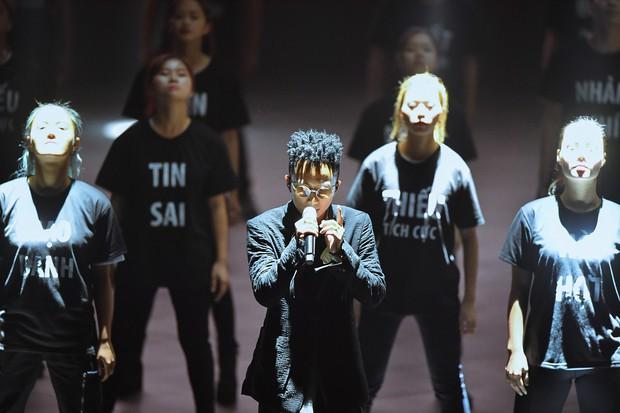 Rhymastic thể hiện ca khúc mới toanh mang tên Mạng, đốt cháy sân khấu mở màn hoành tráng của sự kiện ra mắt MXH Lotus! - Ảnh 3.