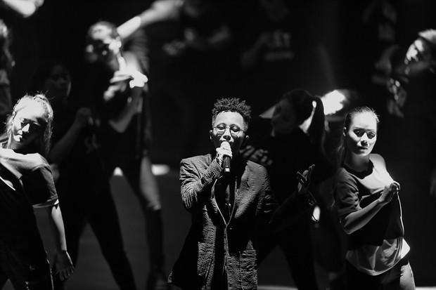 Rhymastic thể hiện ca khúc mới toanh mang tên Mạng, đốt cháy sân khấu mở màn hoành tráng của sự kiện ra mắt MXH Lotus! - Ảnh 2.