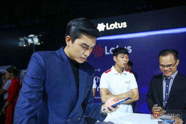 Không khí trải nghiệm MXH Lotus tại lễ ra mắt: Quang Đại chăm chú, Tùng Sơn-Trang Lou nhí nhảnh check-in - Ảnh 6.