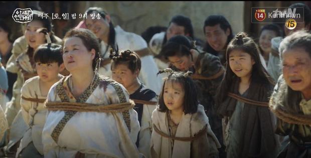Song Joong Ki ôn nhu ôm ấp Kim Ji Won, chèo kéo crush về đội của mình để chống đối cha ngay tập 16 Arthdal Niên Sử Kí - Ảnh 9.