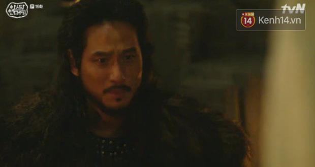 Song Joong Ki ôn nhu ôm ấp Kim Ji Won, chèo kéo crush về đội của mình để chống đối cha ngay tập 16 Arthdal Niên Sử Kí - Ảnh 10.