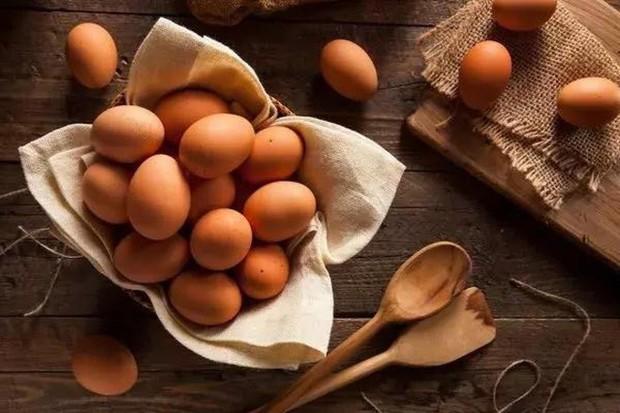 Đây là những loại thực phẩm nên tránh hâm nóng, đun lại nhiều lần vì dễ gây hại tới sức khỏe - Ảnh 2.
