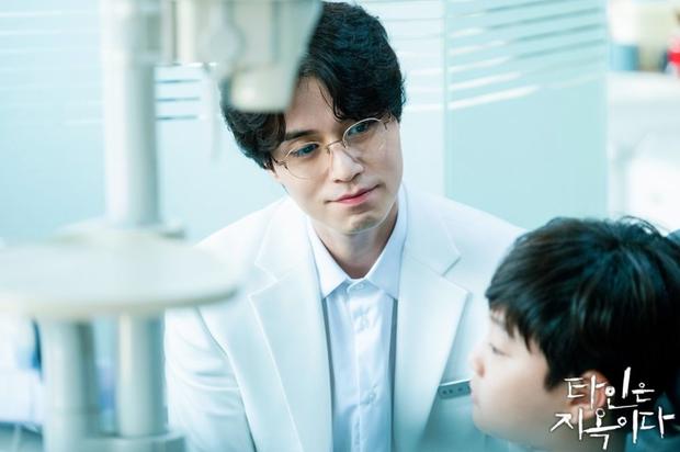 2 bác sĩ hot nhất màn ảnh châu Á: Lee Dong Wook đáng sợ nhưng thua xa Sunny (Yêu Chàng Cấp Cứu) ở điểm này - Ảnh 3.